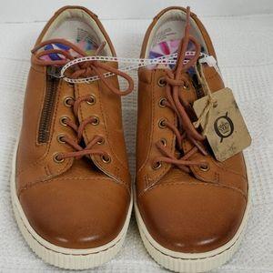 Born | NWT Leather Tennis Shoe Size 8.5 M